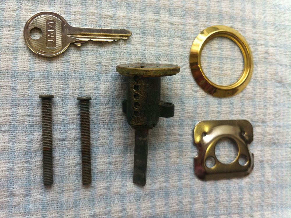 YALE LOCK CYLINDER, KEY, SCREWS, PLATE AND RING  SPARE PARTS