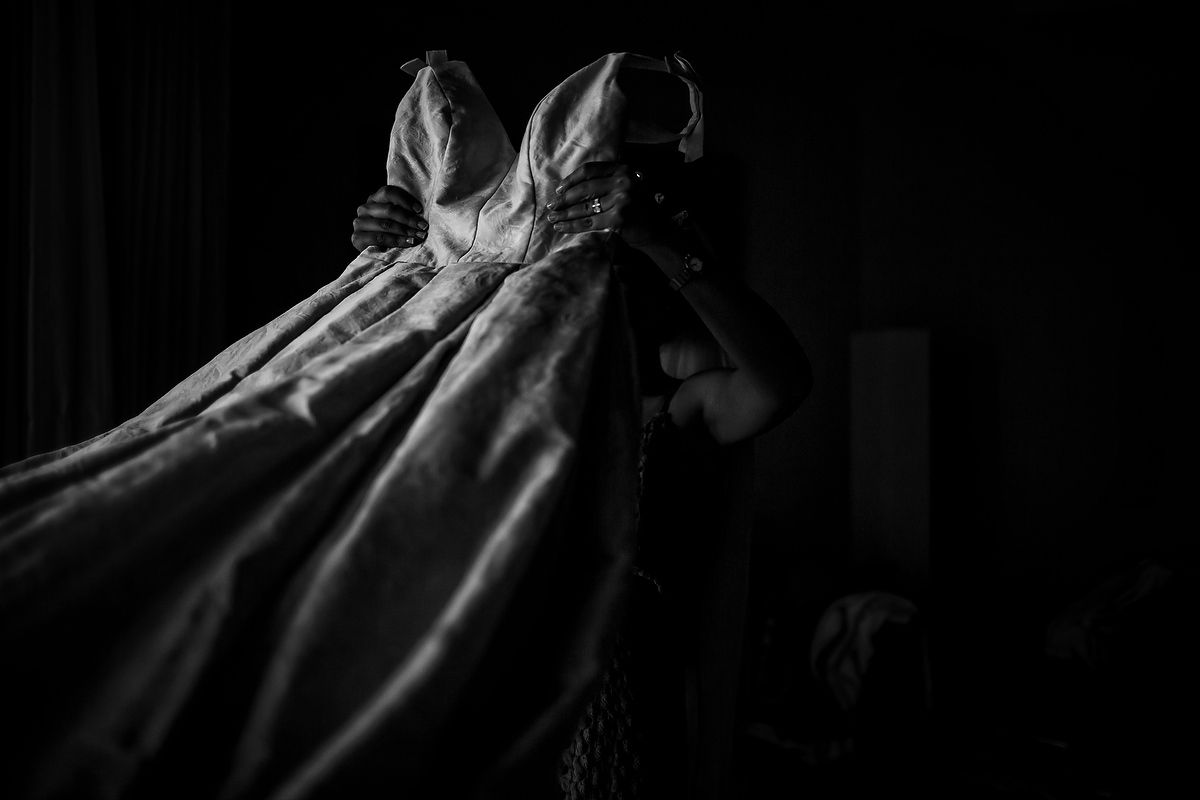 The wedding dress, wedding photography by Juan Euan