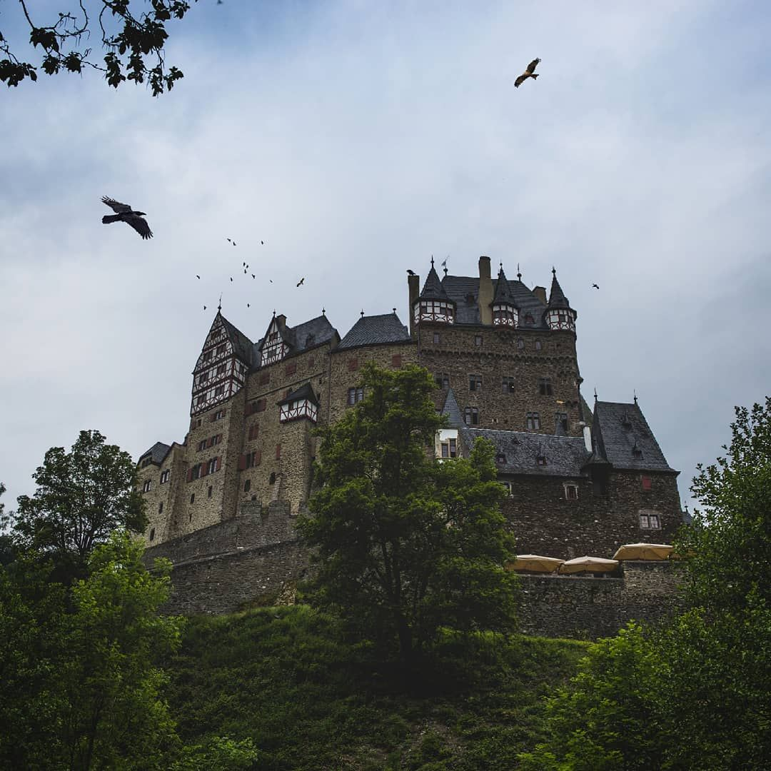Burg Eltz Immer Wieder Toll Das Bild Musste Jetzt Uber 3 Jahre Auf Meiner Festplatte Warten Bis Ich Es Wieder Entdeckt Habe Eltzcastl In 2020 Wandern Bilder Burg