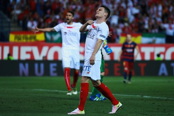 Kevin Gameiro of Sevilla FC reacts as he fail to score during the Copa del Rey Final match between FC Barcelona and Sevilla FC at Vicente…