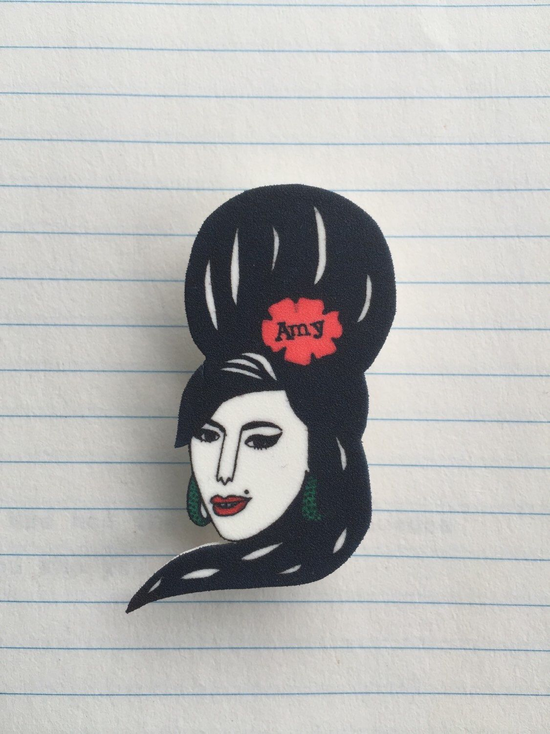 Amy Winehouse brooch in shrink-plastic by DorkDisco on Etsy https://www.etsy.com/listing/210491488/amy-winehouse-brooch-in-shrink-plastic                                                                                                                                                     Más