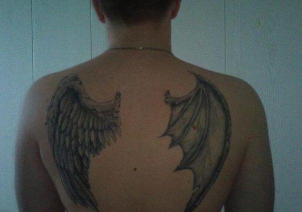Tatouage Ange Mi Demon Aile D Ange Tattoos Tatting Et Bullet