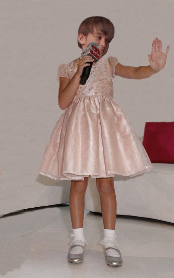 ich bin ein junge, der gerne rosa kleider trägt