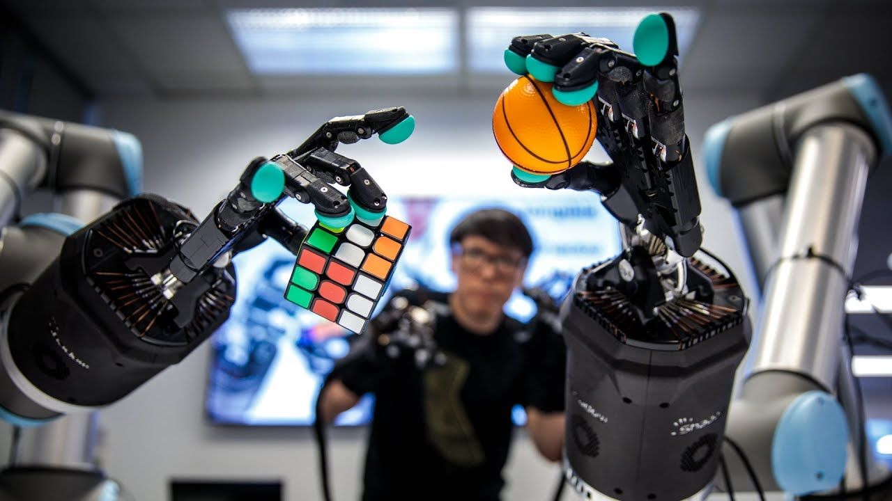 Using Haptic Gloves to Control an Amazing Telepresence Robot!   Robot. Virtual reality videos. Digital technology