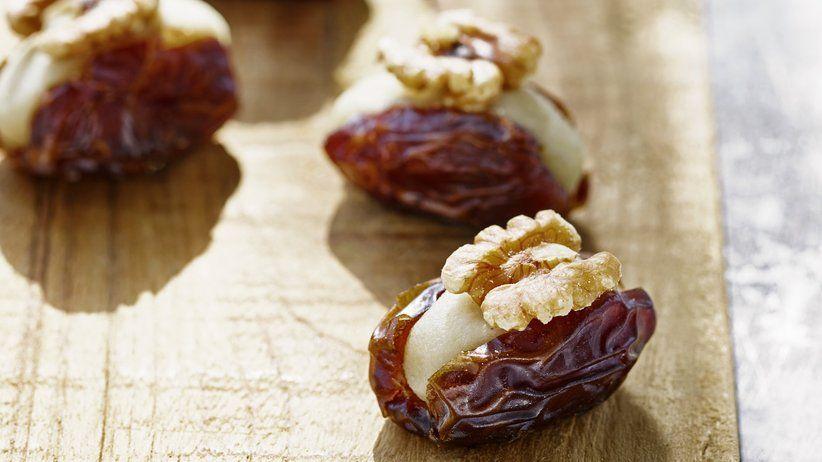 Israelische Süßspeisen: Mit Marzipan gefüllte Datteln   ZEITmagazin