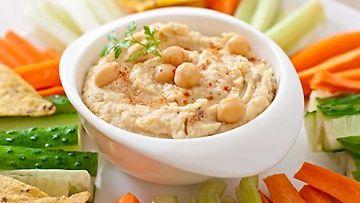 Kikherneistä tehtävä hummus on herkullinen ja terveellinen levite vaikkapa leivän päälle.