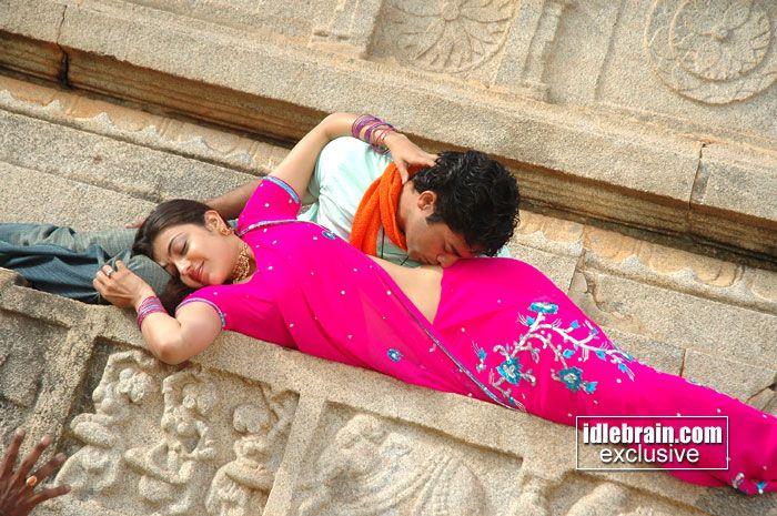 Kajal agarwal hot navel kiss not