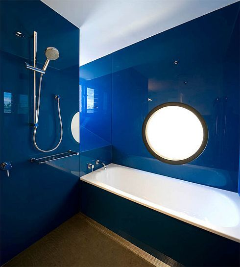 Delicieux 67 Wonderful Blue Bathroom Design Ideas: 67 Wonderful Blue Bathroom Design  Ideas With Glossy Blue Wall And Shower And Mirror And White Bathtub