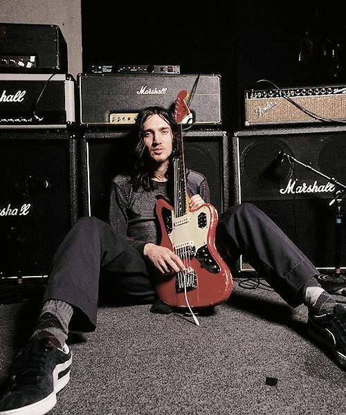 Red Sugar Chili Magik On Instagram Otra Con La Jaguar Redhotchilipeppers Rhcp2017 Rhcp Johnfrusciante Frusciante Guitarist Fender
