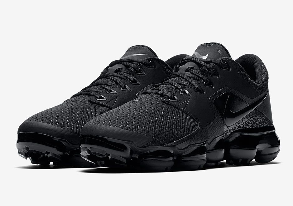 the latest 2ac8a ba14b First Look  Nike Air VaporMax Flyknit Utility Triple Black   Nikes   Nike  vapormax flyknit, Nike air vapormax, Nike outlet