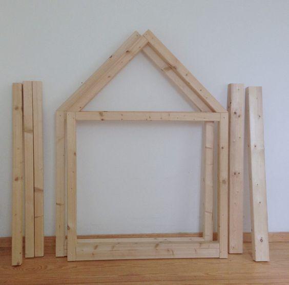material f r ein kinder hausbett dachlatten kind kinderzimmer kinder zimmer und kinder bett. Black Bedroom Furniture Sets. Home Design Ideas