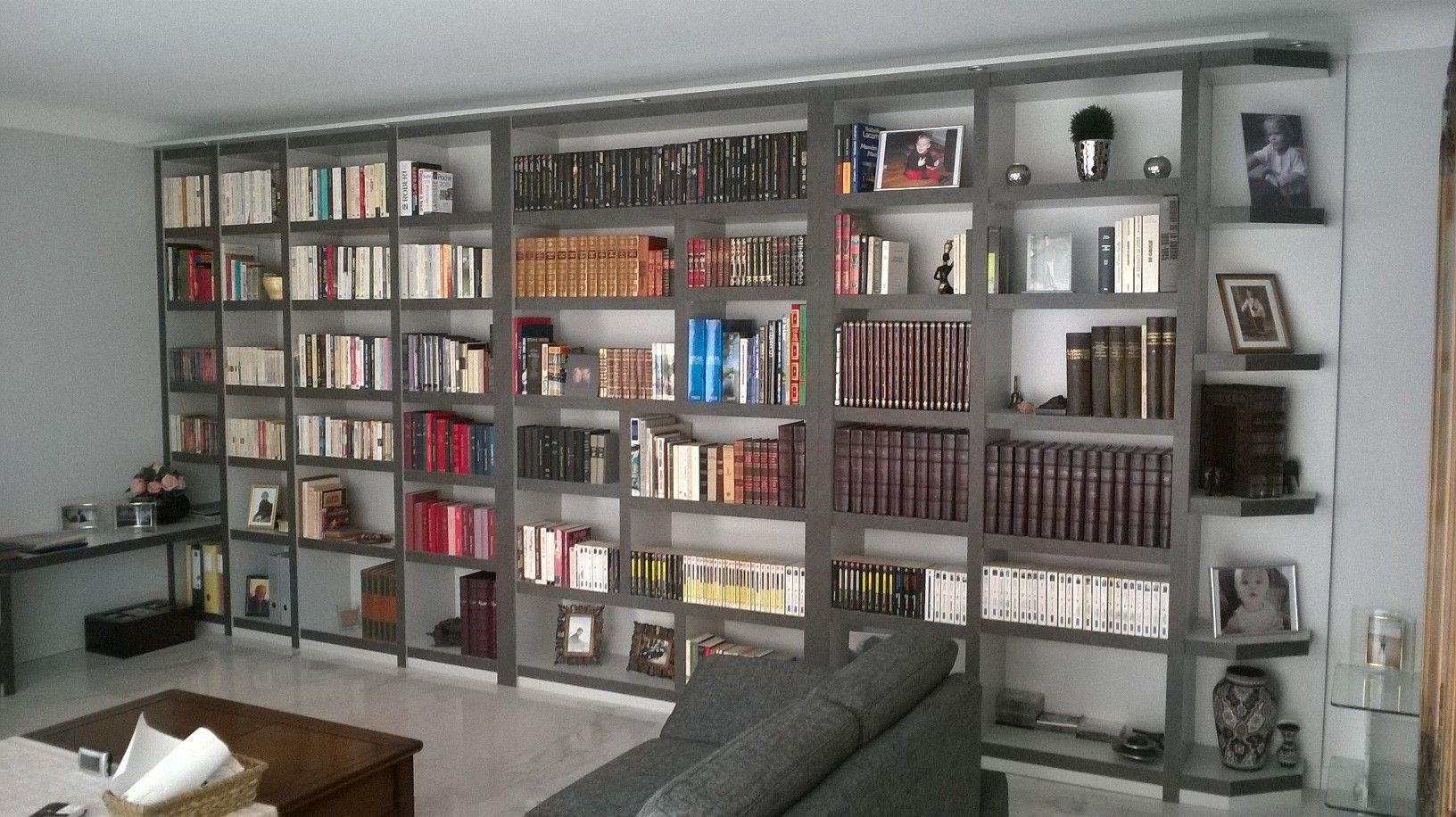 Une Grande Biblioth Que Sur Mesure Pour Un Salon Chez Un  # Grande Bibliotheque Avec Porte Coulissante