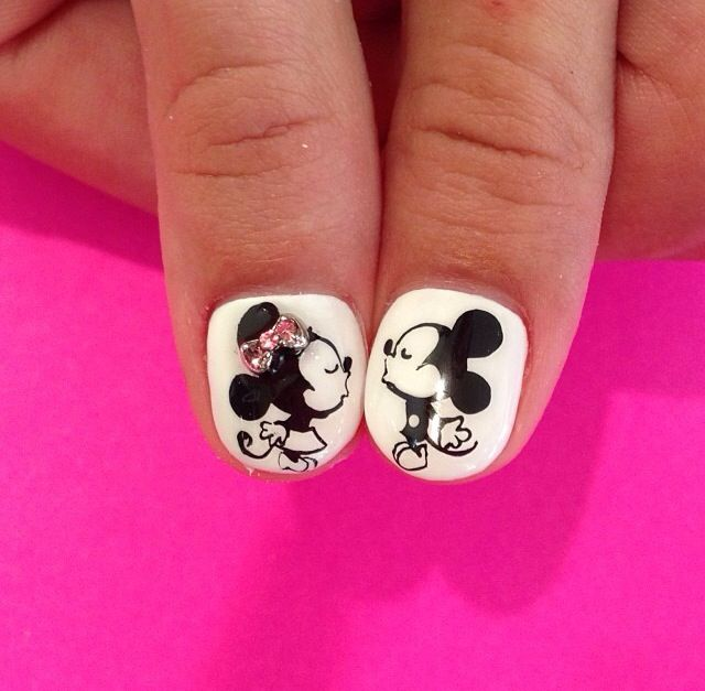 mickie and minnie mouse nail art   Nails   Pinterest   Ojos cafes ...
