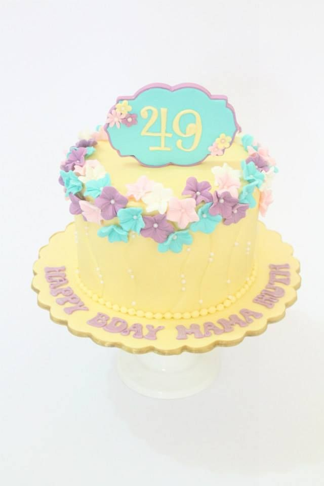 Floral cake by Cupcake Couture Davao