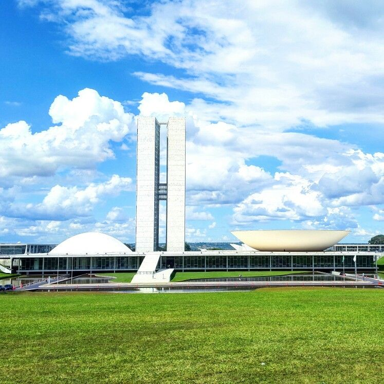 Brasília, um museu a céu aberto, cada prédio, cada construção, cada obra é uma verdadeira obra de arte!   #brasilia; #encanto; #arte a #ceu #aberto