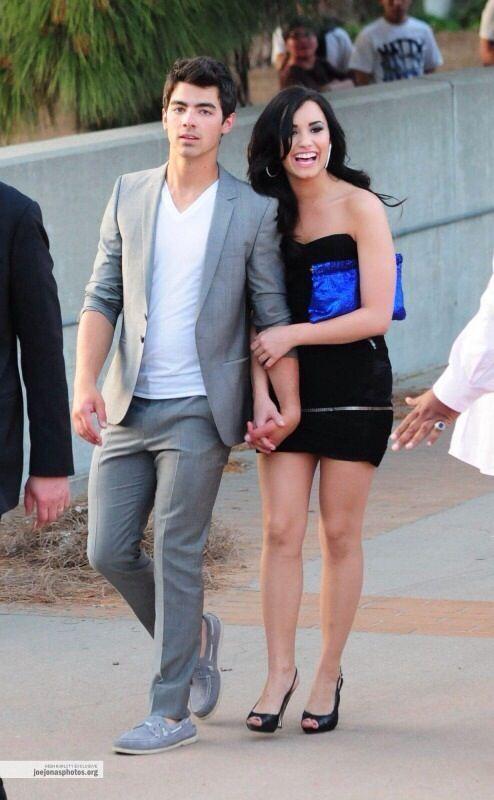Love Her Bright Blue Clutch Demi And Joe Demi Lovato Lovato