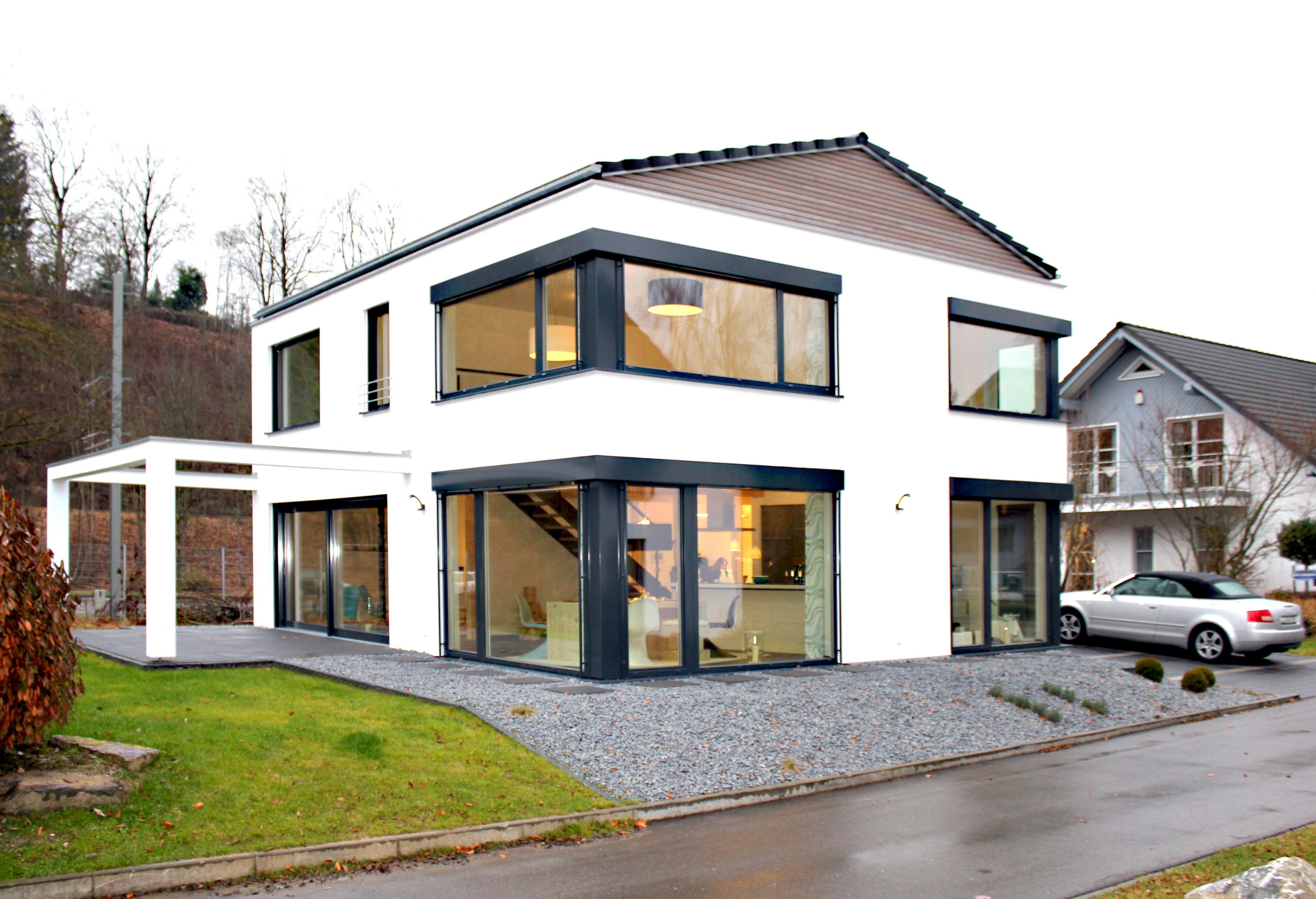 pin von marina sippel auf satteldach haus haus einfamilienhaus und musterhaus. Black Bedroom Furniture Sets. Home Design Ideas