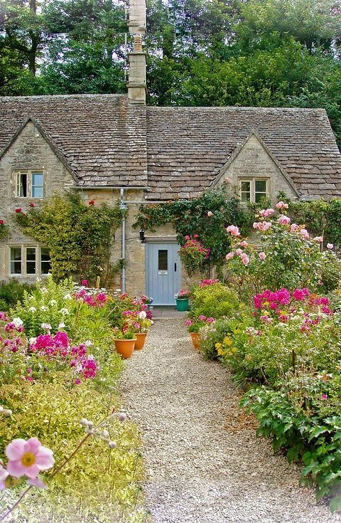 We D Move To Britain Just For This Beautiful Countryside House Country Gardening Country Garden Decor Cottage Garden