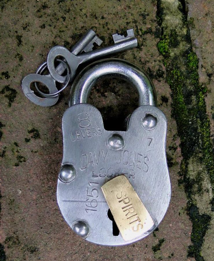 Davey Jone S Locker Padlock Antique Old Treasure Chest Iron W Skeleton Key Lock Skeleton Key Lock Antique Hardware Antiques