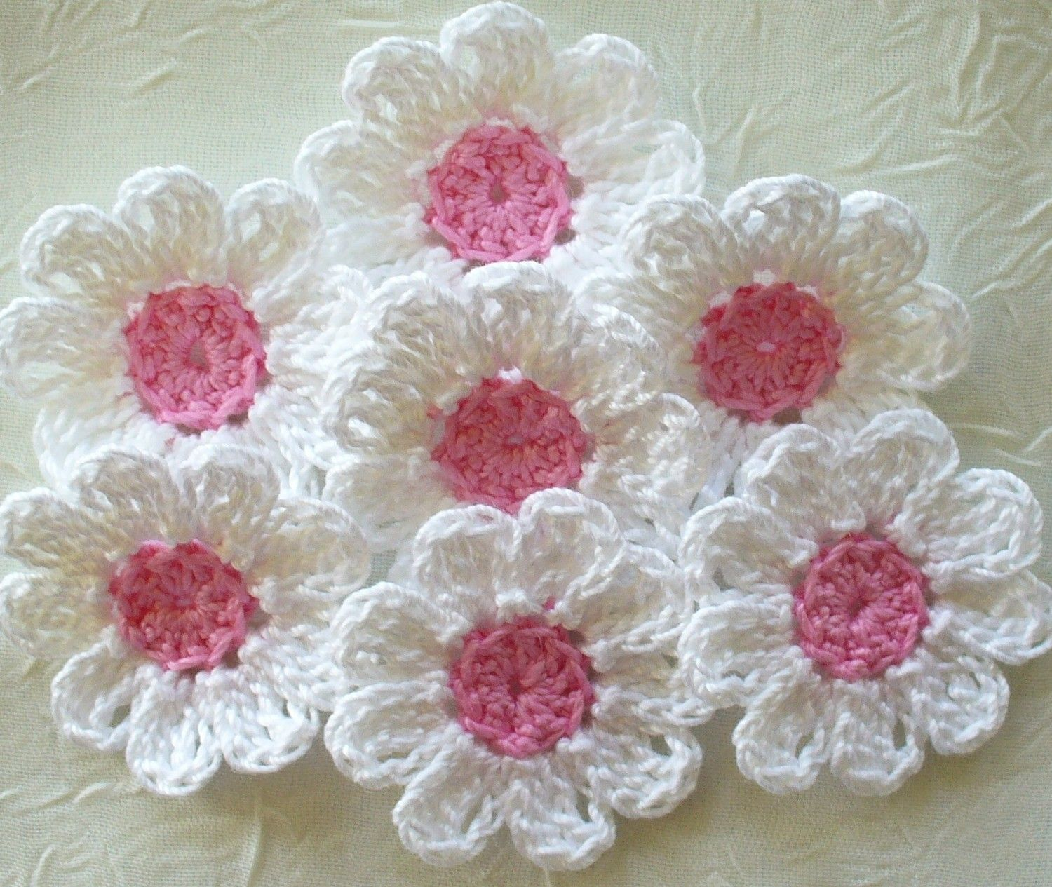 16 Small White Crochet Flowers Appliques Daisies Pink Centers