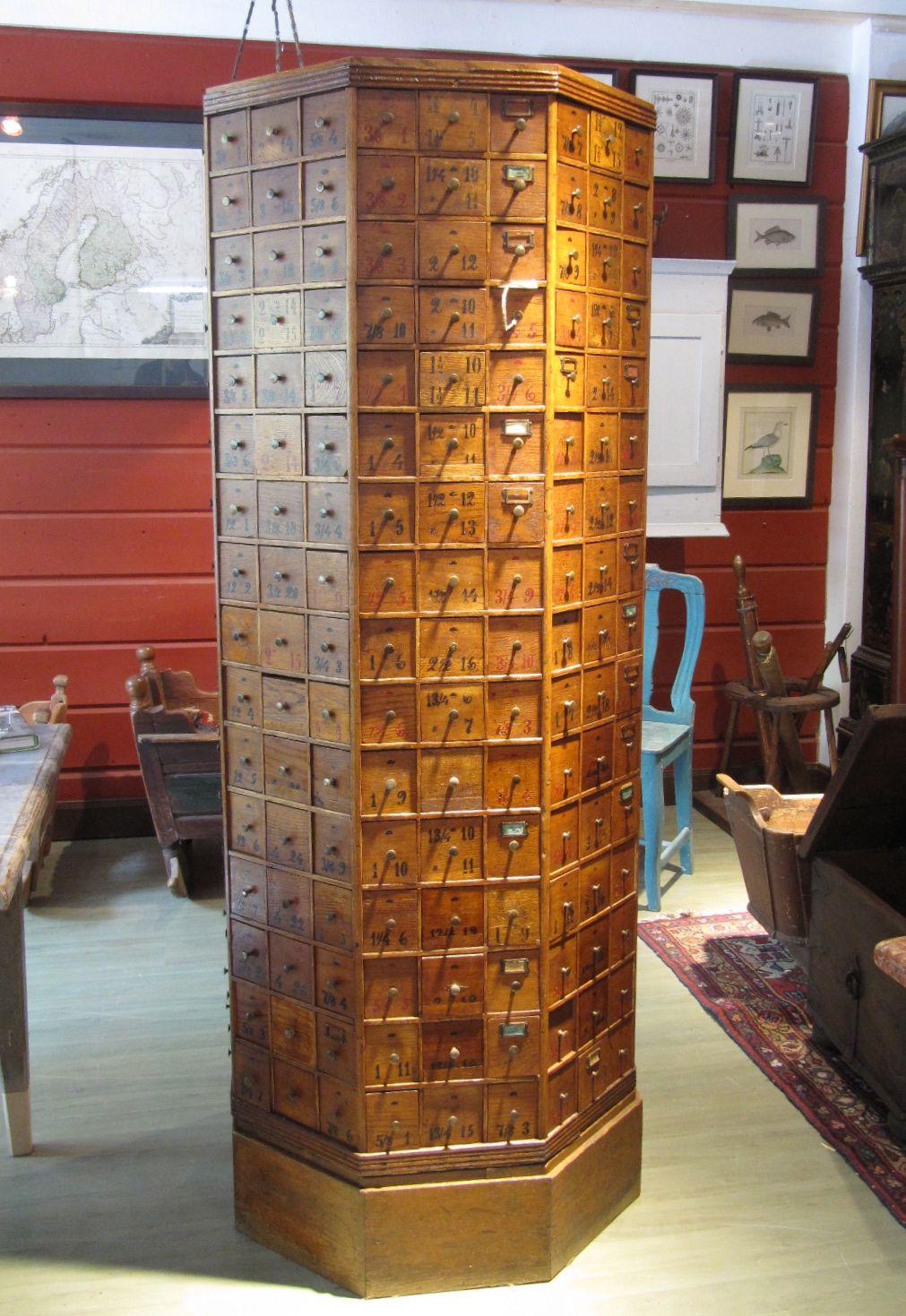Ruuvilokerikko valmiina antiikkiliike Wanhassa Wiljamissa.