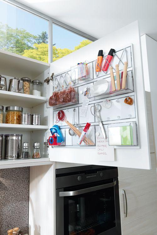 Mit dem praktischen ordnungssystem von contur küchen nutzt du die innenseite deiner schränke zur organisation