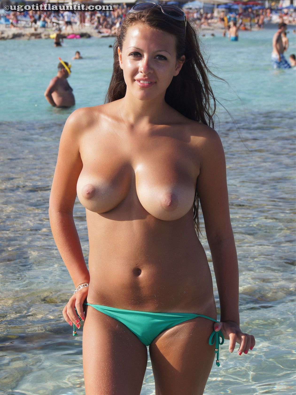 Amateur sunburned busty babe enjoys in the sea water fucking
