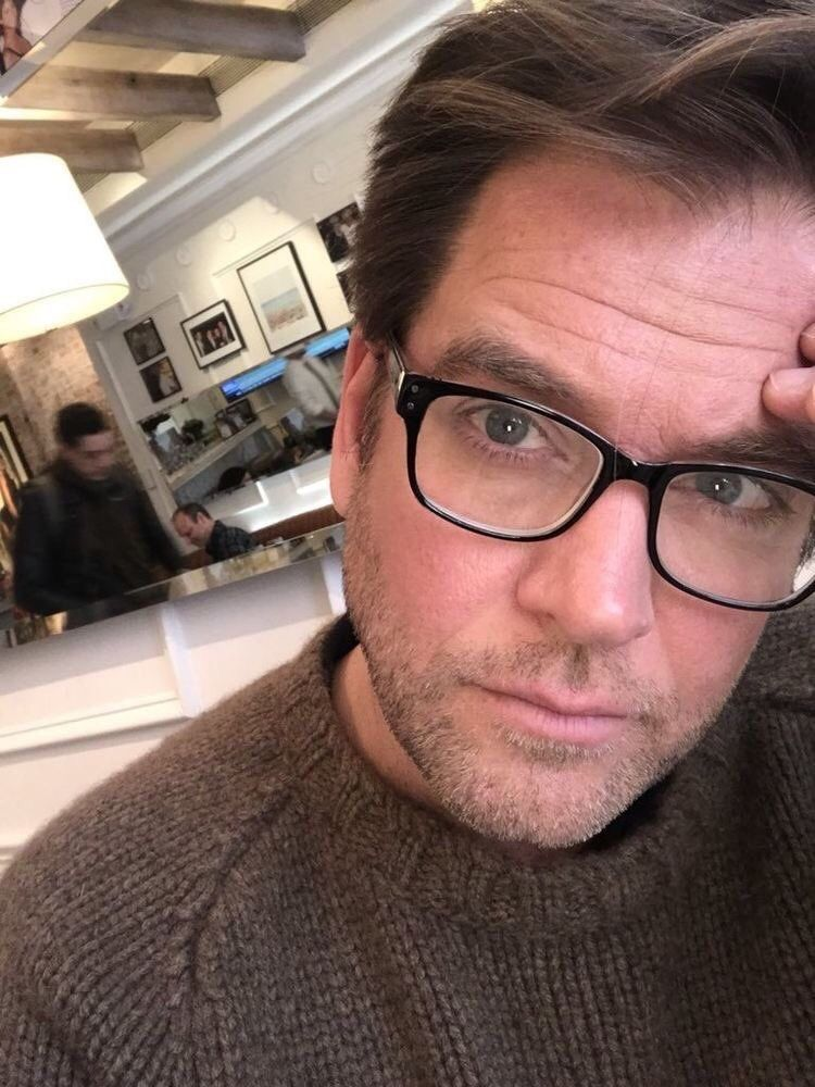 "9c09e598d35e lovelukealvez: ""Michael Weatherly with scruff and glasses yeah baby . """