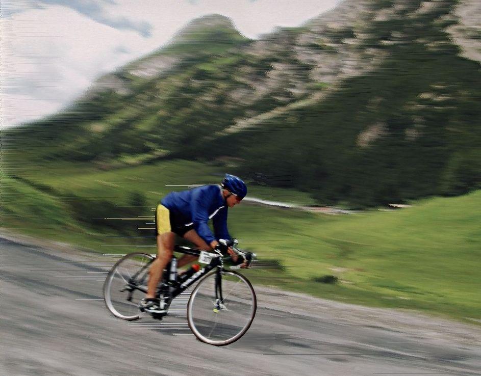 https://flic.kr/p/hNRXay | Passabfahrt bei Transalp | Abfahrt von einem Dolomitenpass bei Transalp - hohe Konzentration, Radbeherrschung in den zahlreichen Kurven und ein wenig Mut gehören dazu