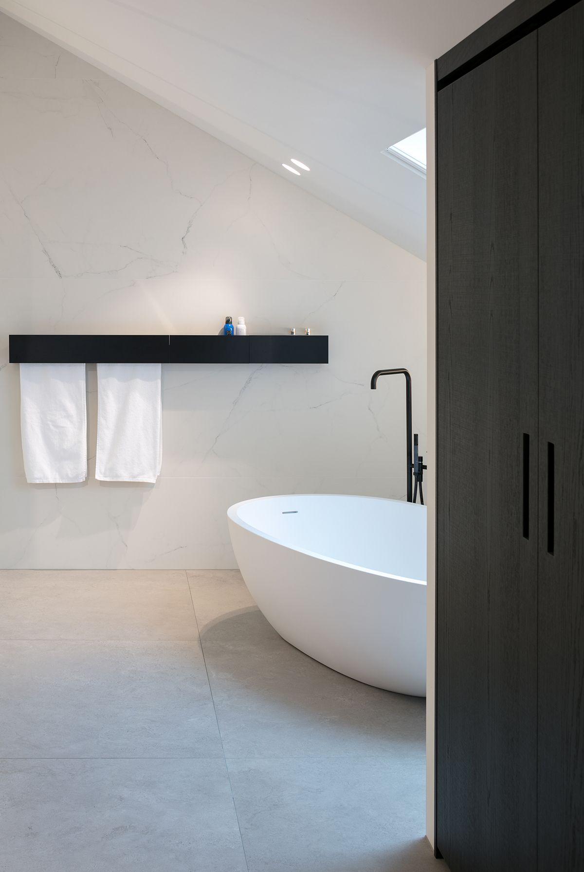 Agape spoon xl bad met Sen handdoekwarmer | Bathroom | Pinterest ...
