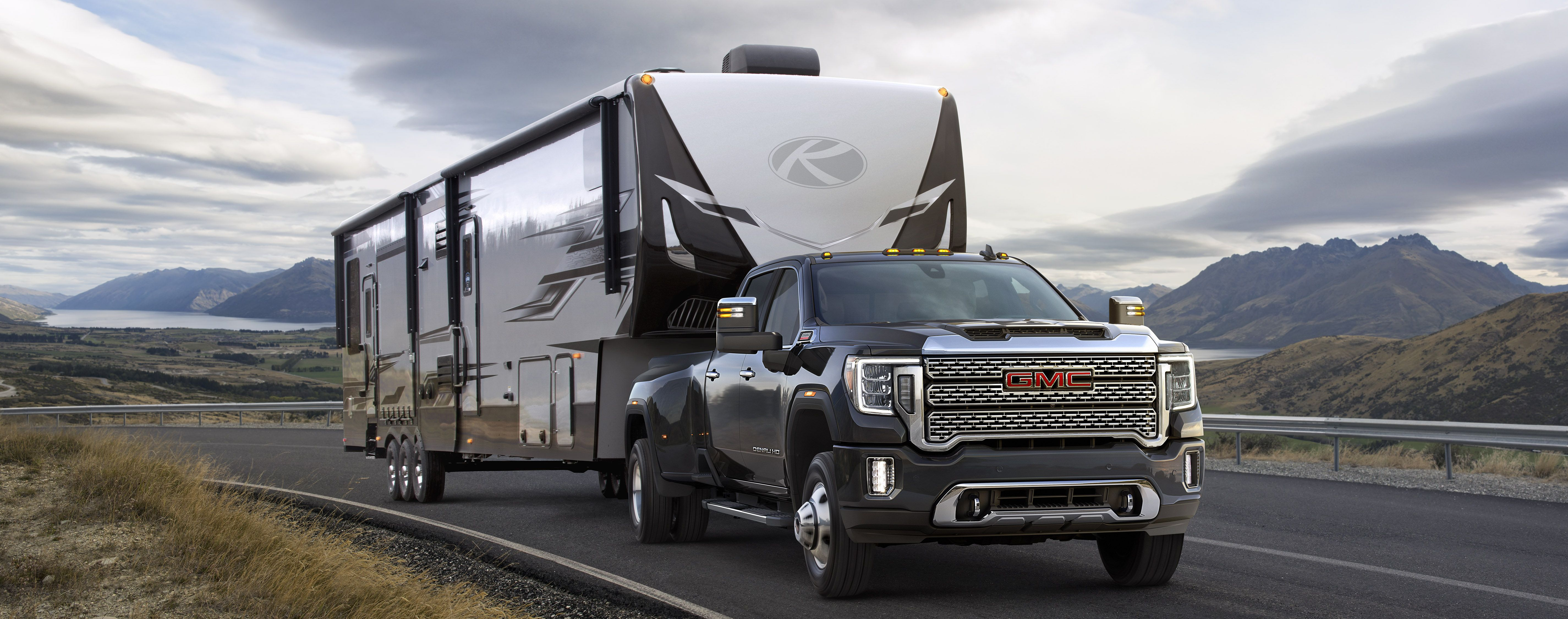 30 000 Pound Towing Comparison Gmc Sierra 3500 Vs Ford F 350ow