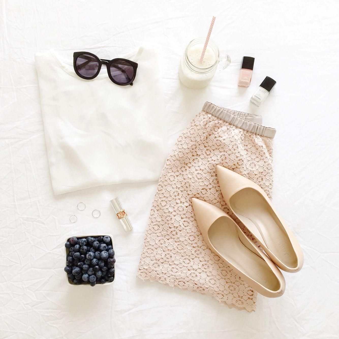 lace skirt (via @thepinkdiary)