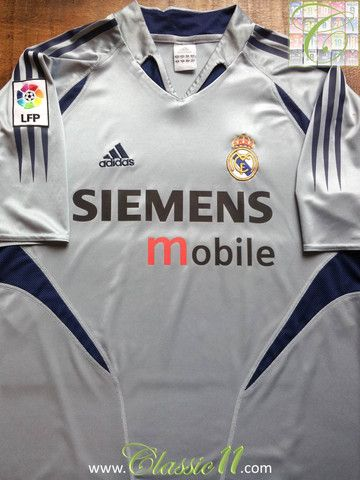 6fe4906522c Relive Real Madrid's 2004/2005 La Liga season with this vintage Adidas home goalkeeper  football shirt.