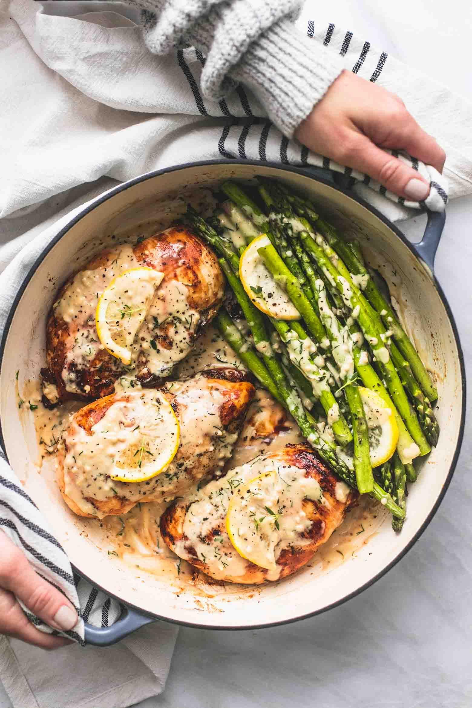 One Pan Creamy Lemon Chicken and Asparagus | Creme