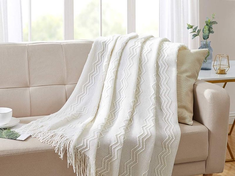These 20 Summer Throw Blankets Are Seriously Cozy Throwblanket Throw Blanket On Couch Throw Blanket On B Sofa Throw Blanket White Throw Blanket Couch Blanket