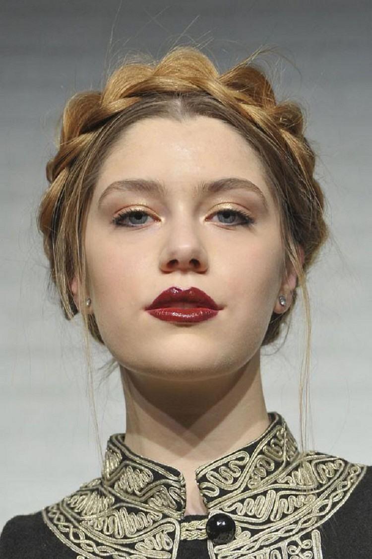 7f94505bd87 Quelle coiffure Nouvel An choisir pour être la plus belle pendant le  Réveillon du 31 décembre