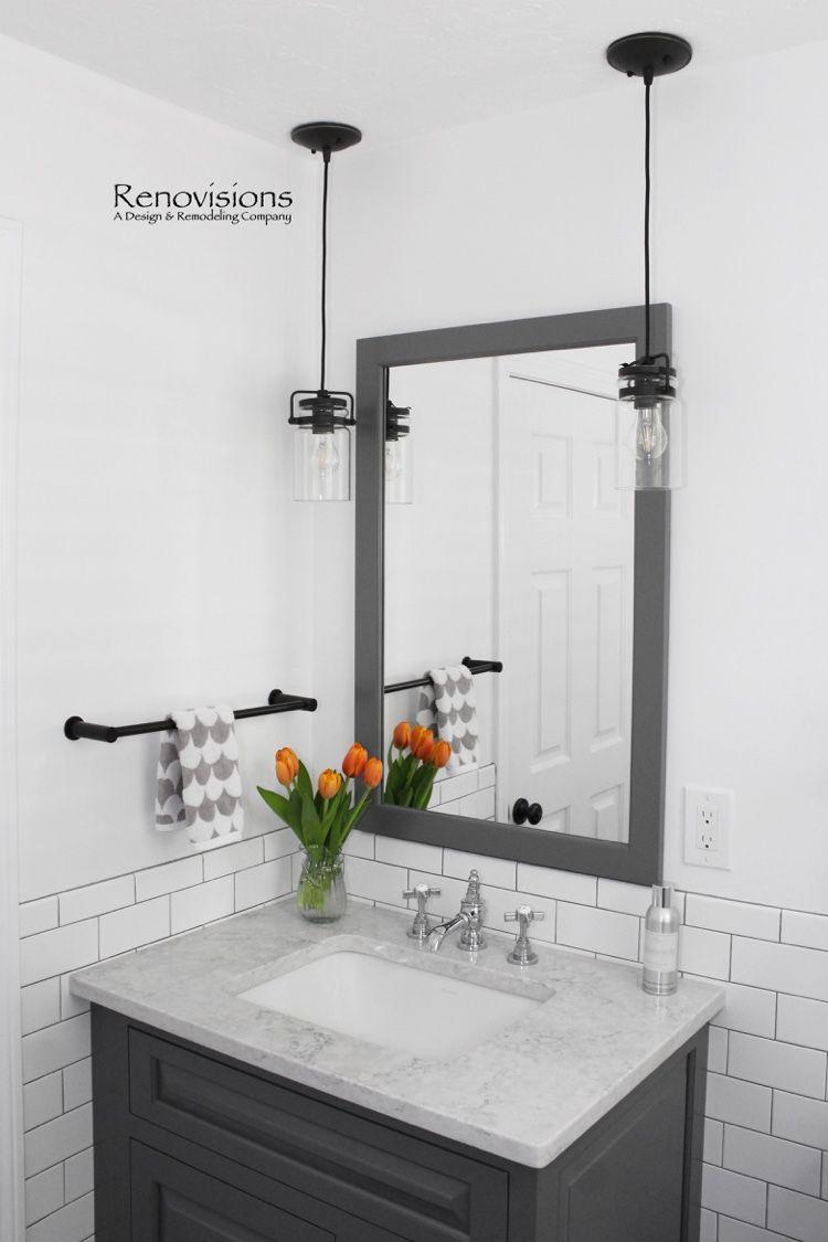 Photo of WC mit Wäsche in Hanover, MA von Renovisions. Schwarze Bodenfliese, Kontrast …