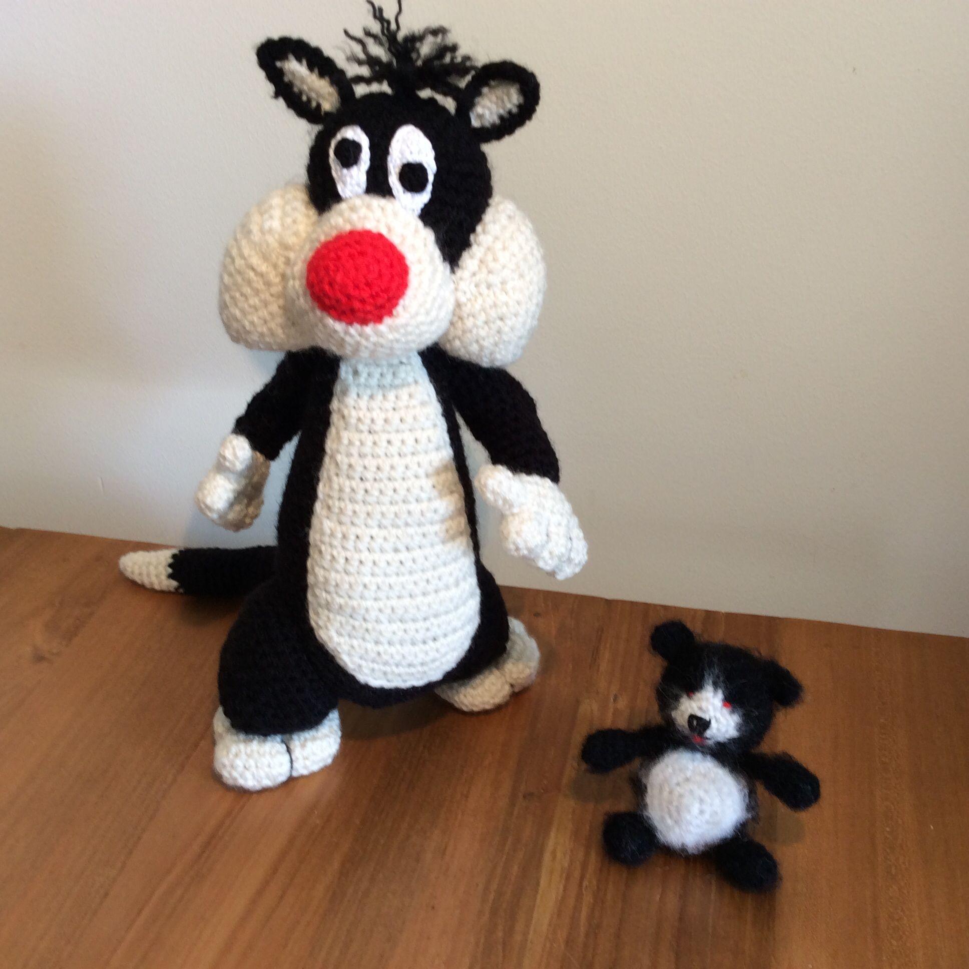 Silvester free book Looneu tunes.   Beertje Amigurumi crochet pattern: Grietjekarwietje little bear Pom.