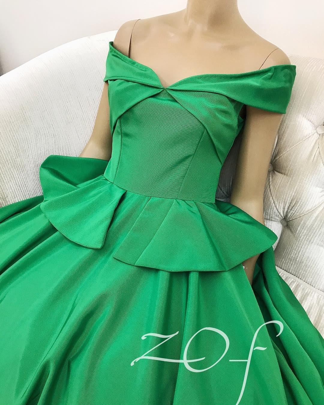 Royal Green Dress Classic Style فستان انيق ملكي كلاسك ستايل للمناسبات جاهز للتسليم للطلب يرجي التواصل عالواتساب فقط Fashion Fashion Outfits Boho Fashion