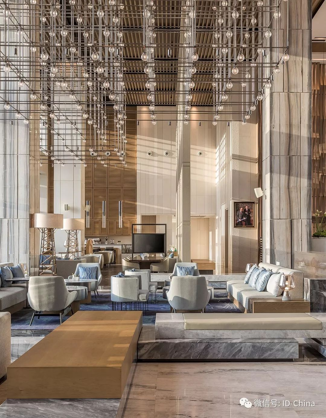 Unique Hotel Rooms: Create A Luxurious Yet Modern Hotel Lobby Using These