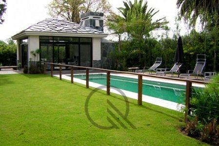 Cerco de Piscina u003e Mesas y bancos de madera de quebracho, decks - jardines con bancas