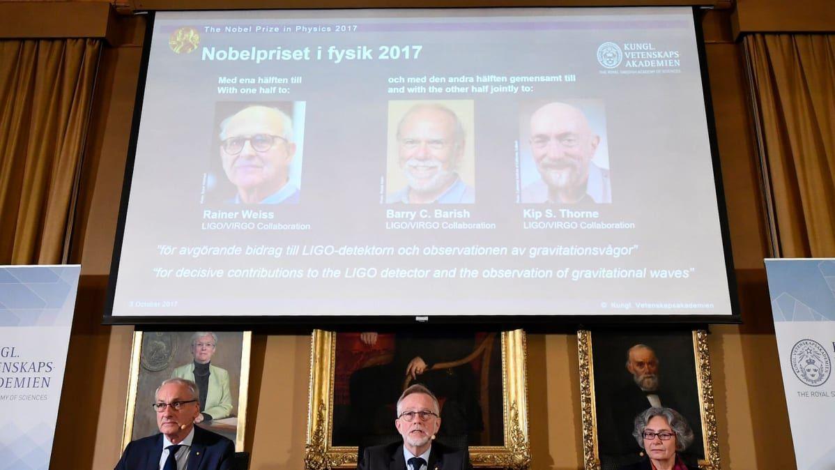 Fysiikan Nobel-komitea julkisti palkinnon saajat Tukholmassa 3. lokakuuta.