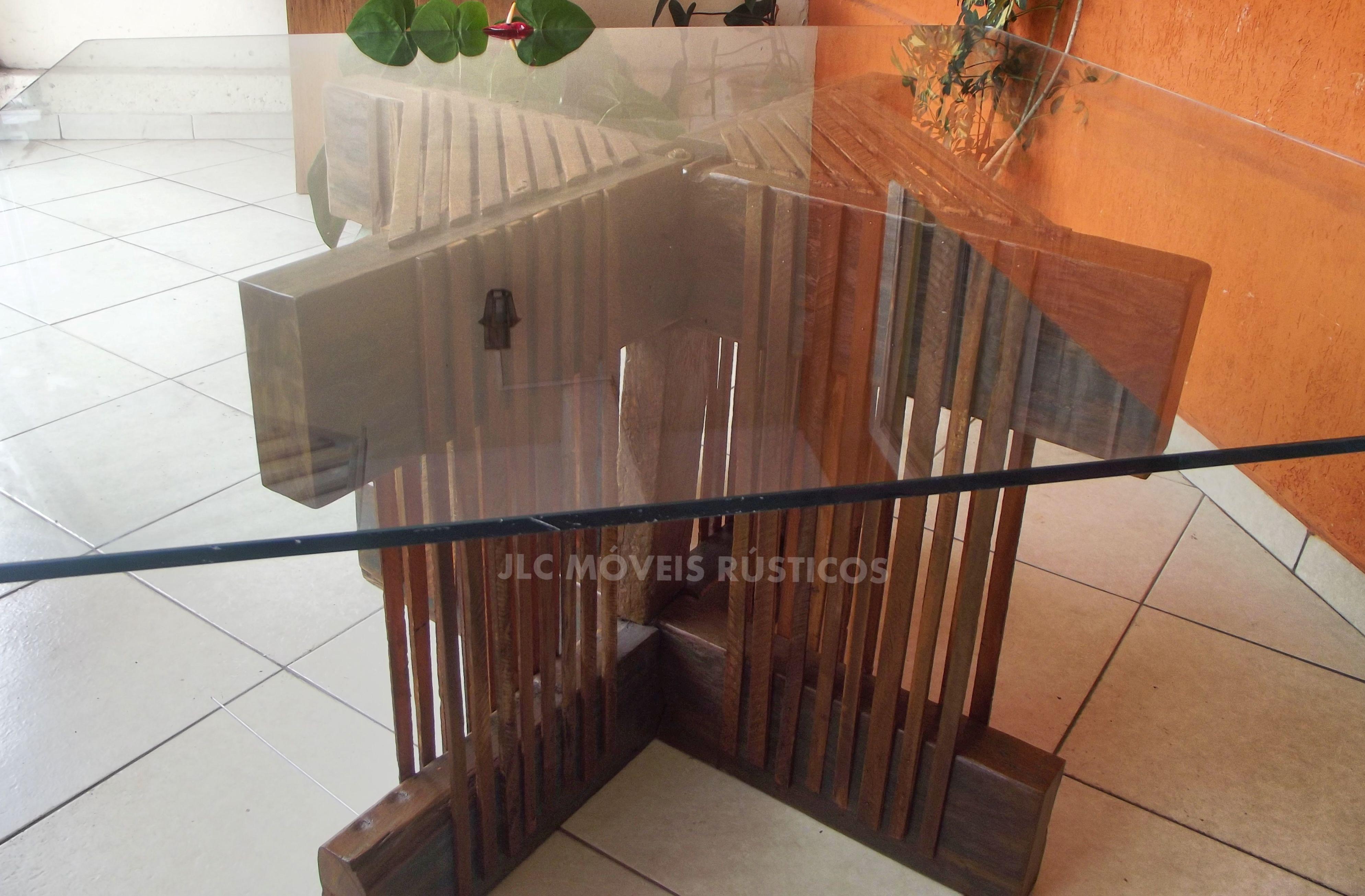 Apoio de madeira de demolição para mesa de vidro.  Temos a pronto entrega!  Medida: 2,00 x 2,00 x 0,80 altura.  R$ 2.000,00 Reais.  1 ano de garantia.  Frete grátis para São Paulo Capital.