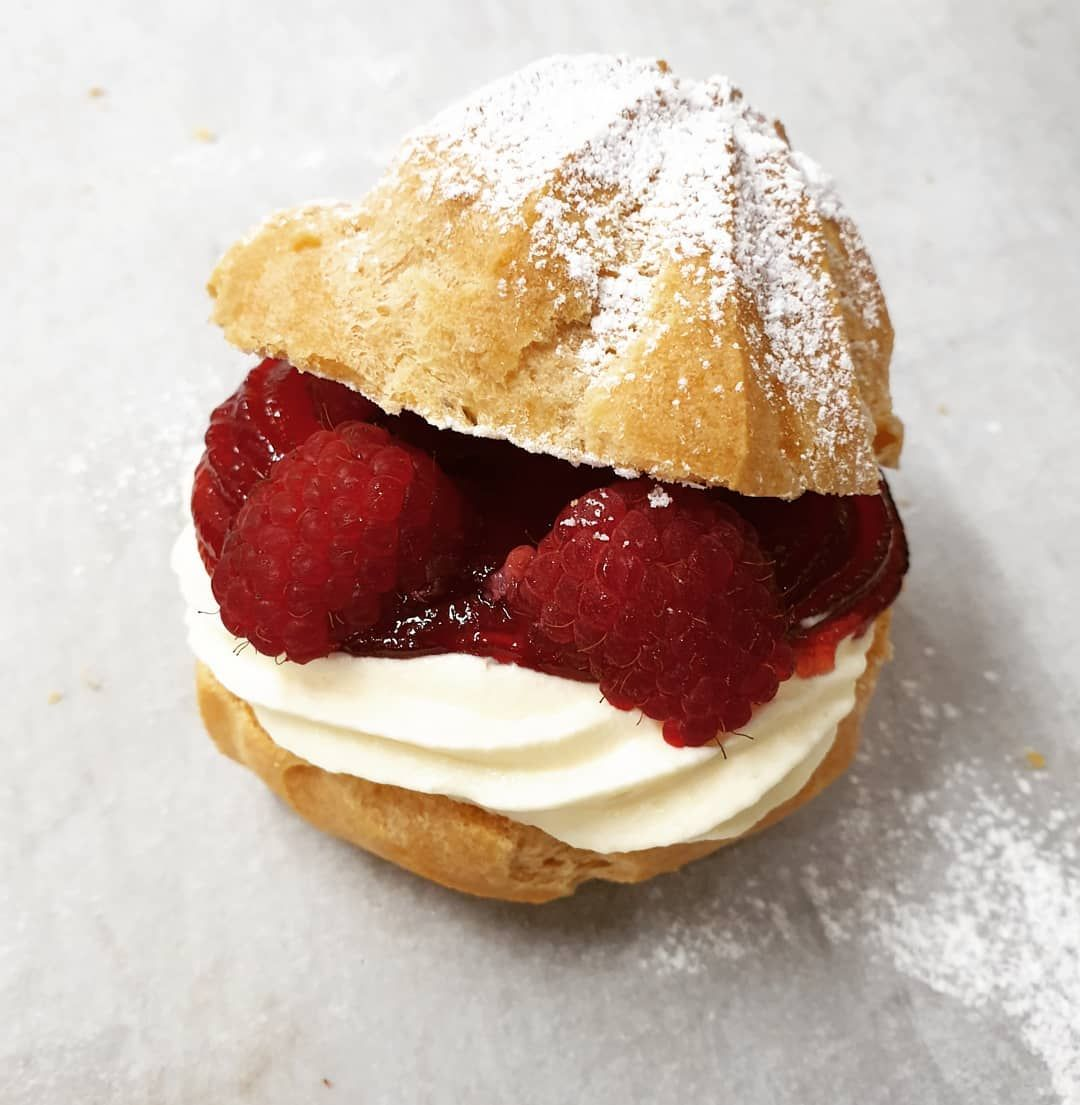 Our Raspberry cream puff will brighten your Monday. Also comes in other flavors: apple, durian, mango, strawberry, raspberry or just plain cream.  We are open today until 5pm. You may also pre-order. Call or message us: 0407882502    #creampuff     #raspberry     #puffs     #yum     #desserts     #sweets     #melbourneeats     #instamelbourne
