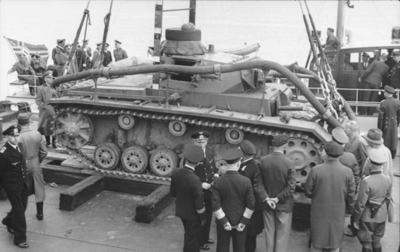 ddb41b2b585f62 Tauchpanzer III amphibious tank for Operation Sea Lion being loaded ...