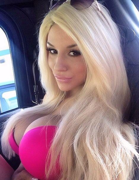Bimbo nude selfie tits