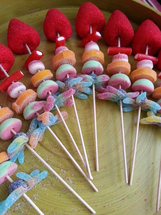 de cumpleaos golosinas caramelos mesa dulce brochetas de chuches gomitas fiesta banderillas pinchos