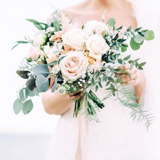 ein wunderschöner errötender und cremefarbener hochzeitsstrauß mit strukturellem grün für eine neutral farbige hochzeit - #cremefarbener #Ein #eine #errötender #farbige #für #Grün #Hochzeit #hochzeitsstrauß #mit #neutral #strukturellem #und #wunderschöner #rosebridalbouquet