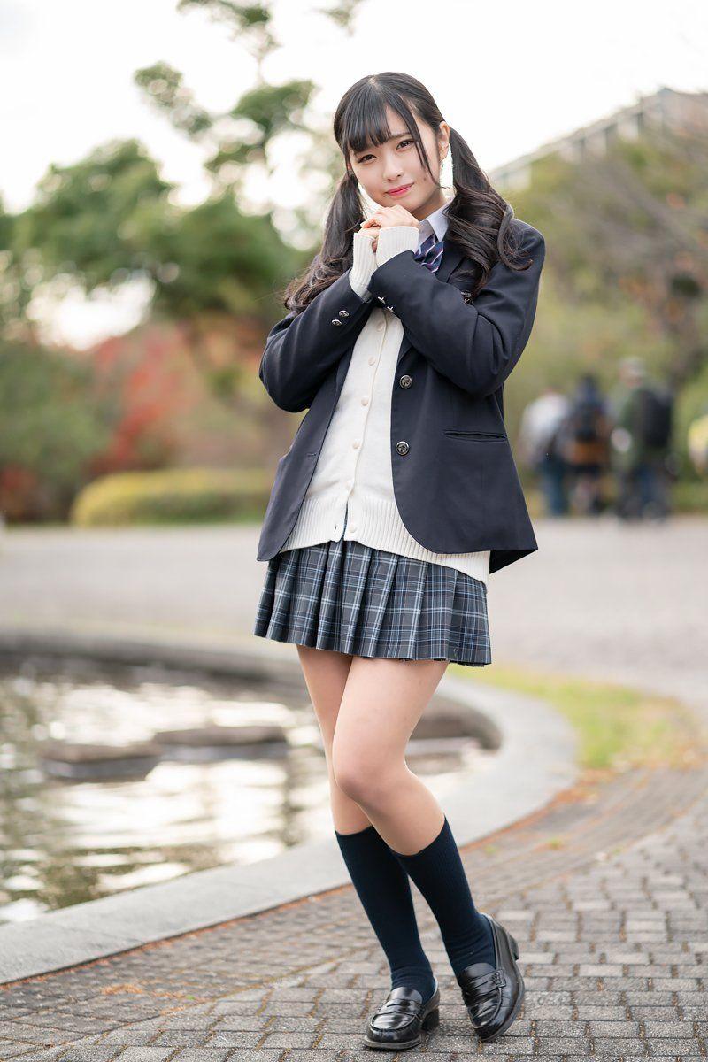 Девушки зассыхи, японки в мини платьях