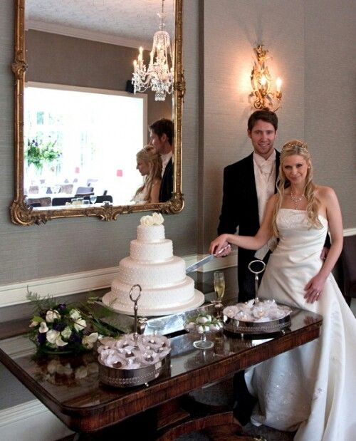 Wedding cake table perfectly placed under antique mirror | desserts ...